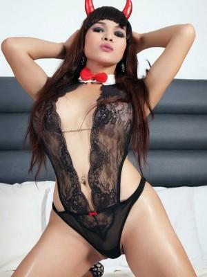 Naughty T-girl Vitress Tamayo for your wanking pleasure